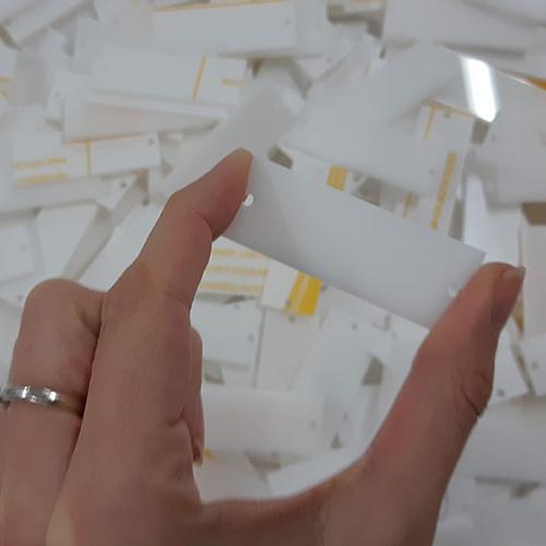 taglio laser del plexiglass su misura