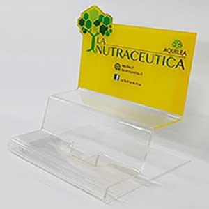 espositore-da-banco-in-plexiglass-su-misura-nutraceutica-aquilea-laborest-uriach